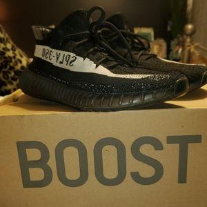 Yeezy Boost 350 V2 (Black / White)